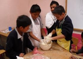 Fünfte Klasse – Herstellung von Pizzateig